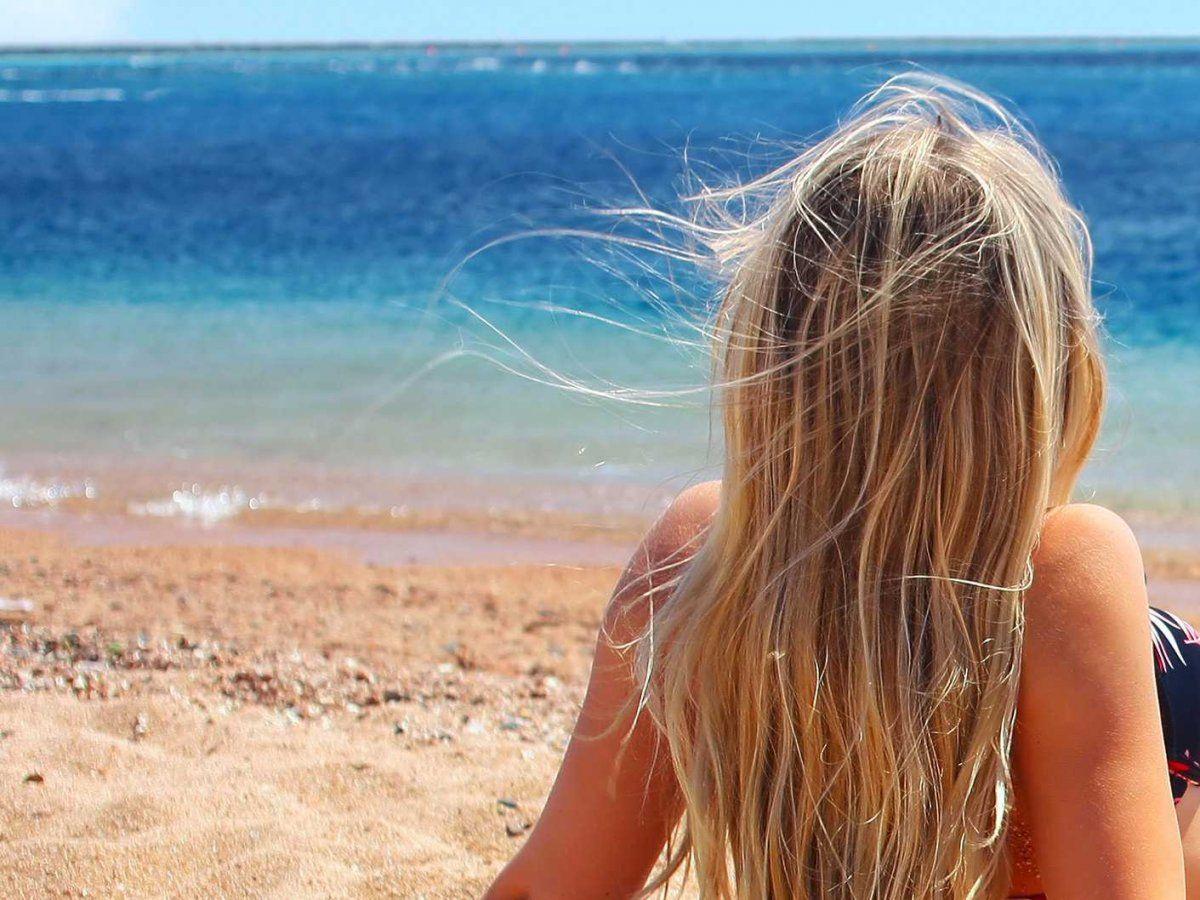wpływ promieni uv na włosy